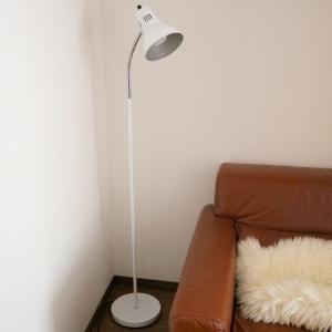 電材堂 フレキシブルフロアスタンド E26口金 電球別売 スイッチ付 白 DFLX01